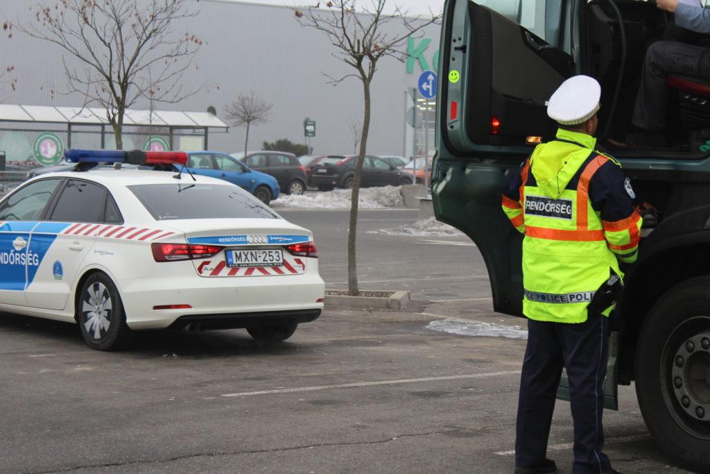 Több mint ötszáz jogsértésre derült fény teherautók és buszok ellenőrzésekor