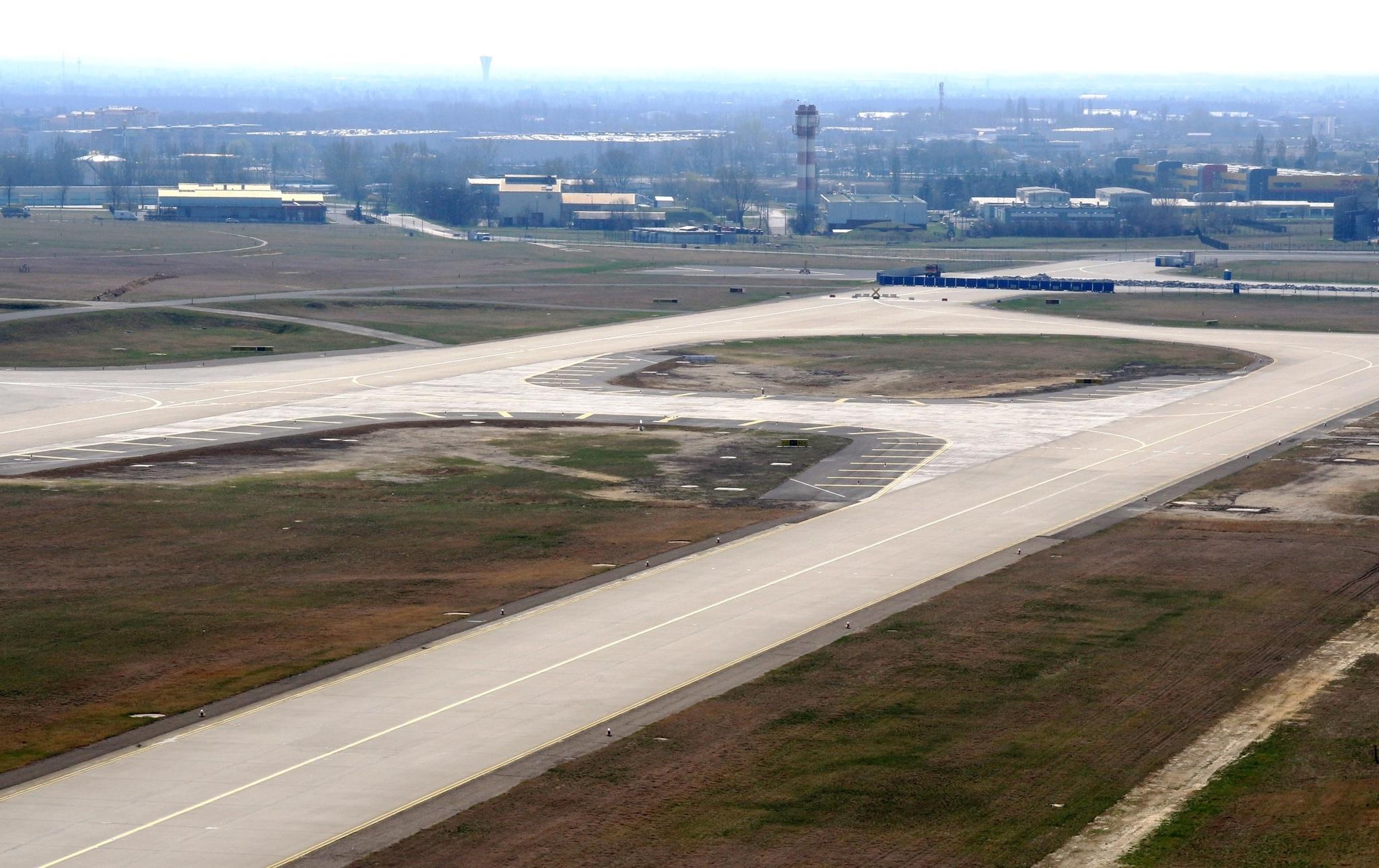 Új gurulóutat helyeztek üzembe a Liszt Ferenc Nemzetközi Repülőtéren