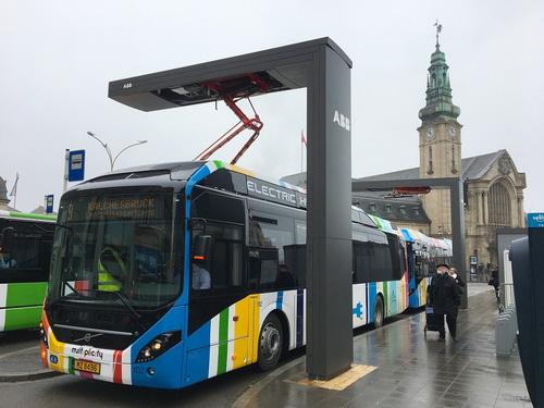 Az ABB több megbízást is nyert elektromos buszok töltőállomásainak szállítására