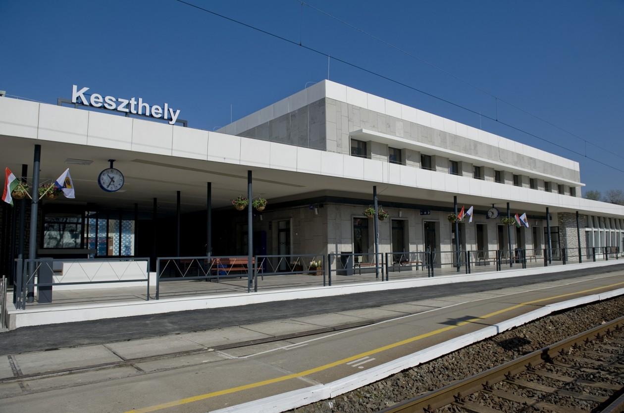 Modern és korszerű vasútállomást kapott Keszthely
