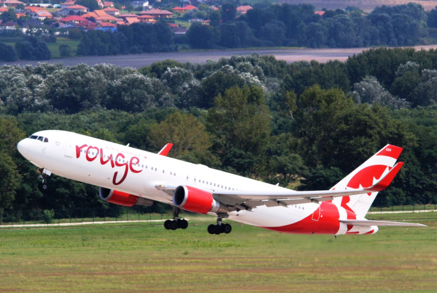 Sűríti nyári járatait az Air Canada Rouge