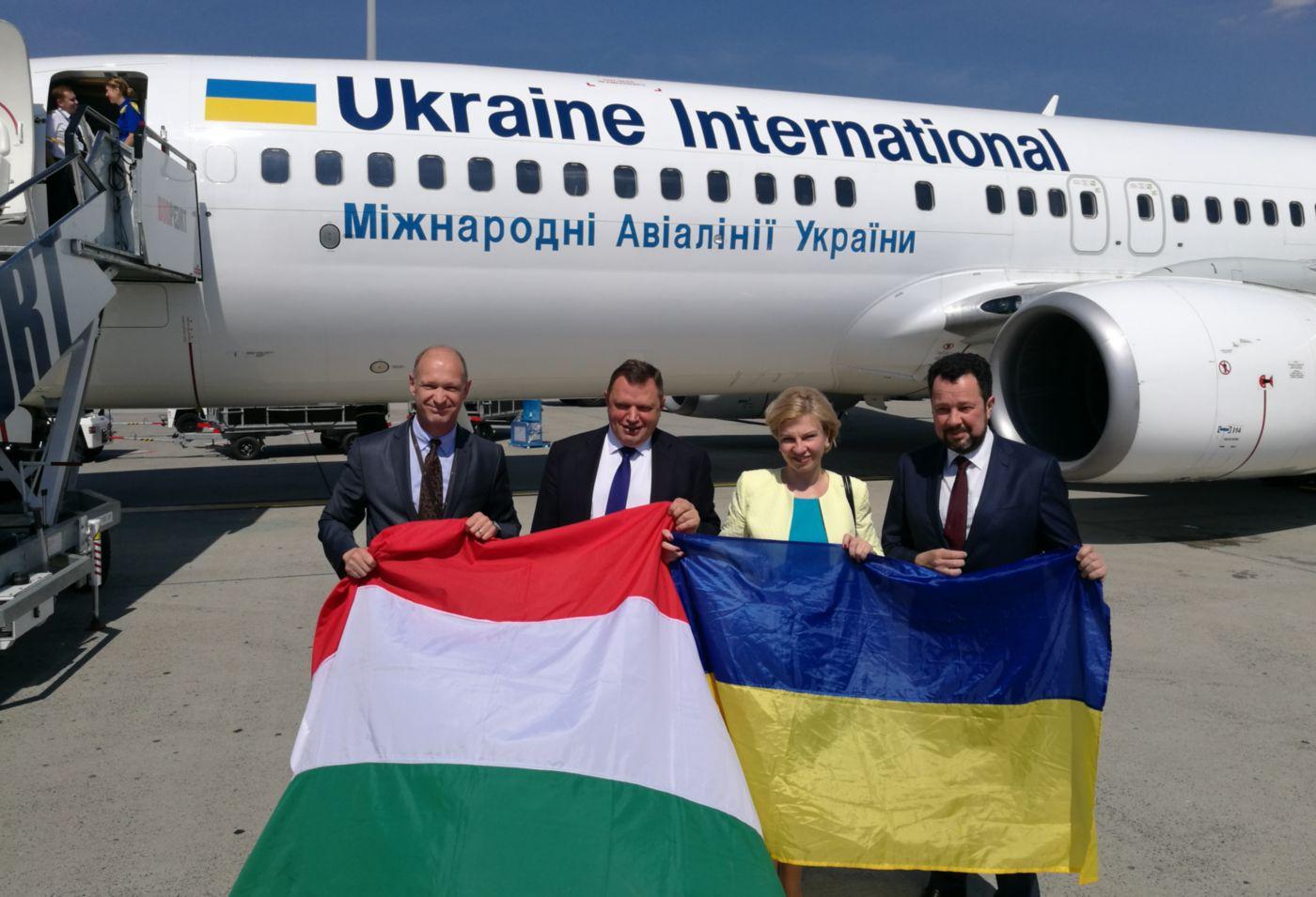 Megérkezett Budapestre az Ukraine első járata
