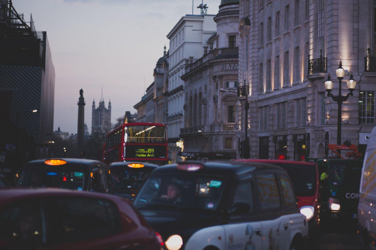 Nagy-Britanniában 2040-től megtiltják az új benzin- és dízelüzemű autók értékesítését