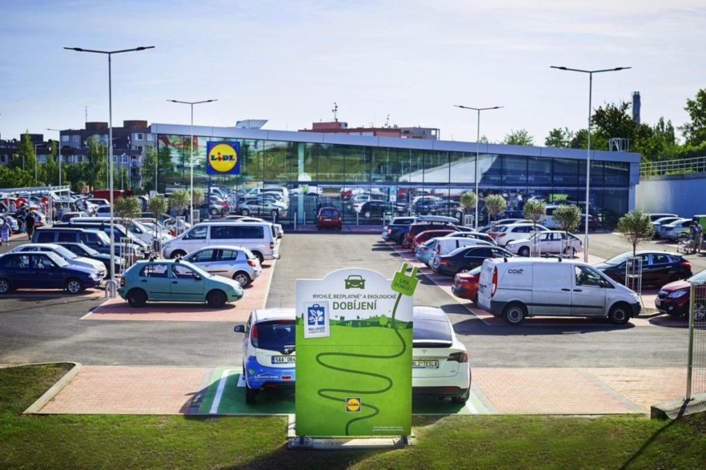 Az ABB elektromos gyorstöltő állomást szállít a Lidl számára