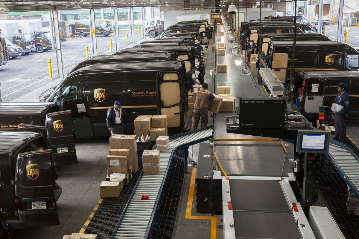 A UPS rekordszámú kézbesítéssel számol az idei ünnepi időszak alatt