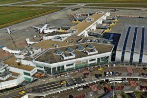 Évről évre csökken a repülőterek szén-dioxid-kibocsátása
