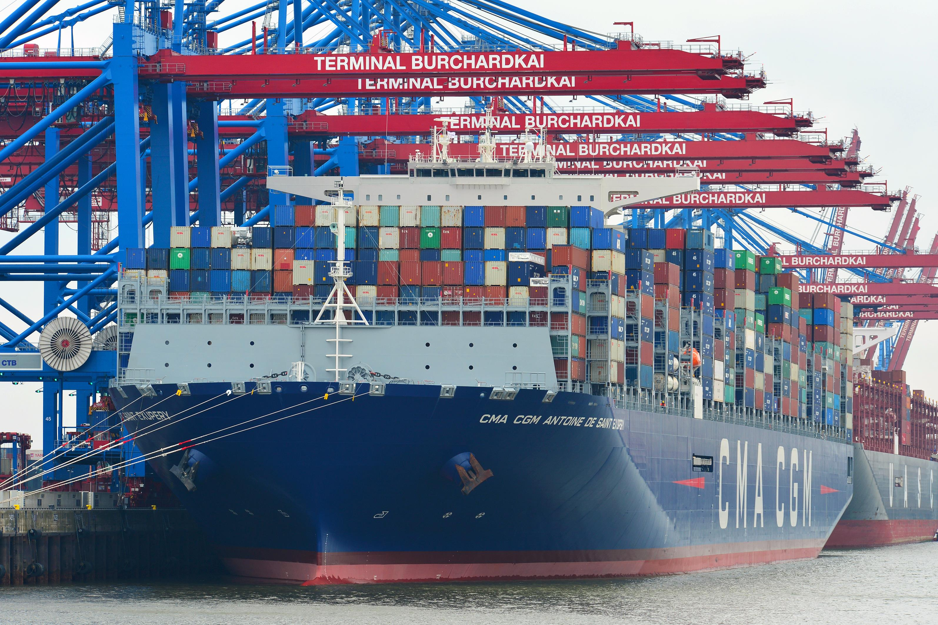 Gigakonténerhajók Hamburgban