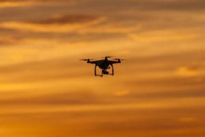Drón 60 méterre a repülőtől