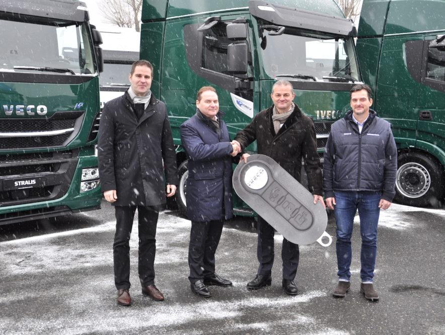 Magyarországon először adott át LNG nyerges vontatókat az IVECO