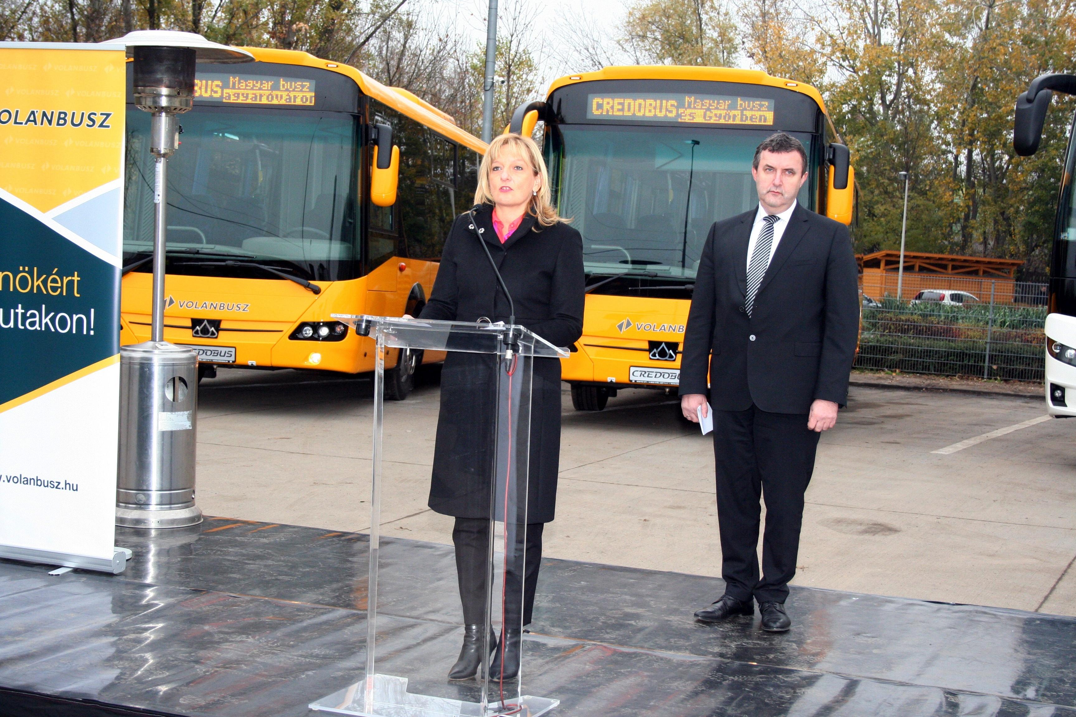 Piacnyitás: két verzió küzd, közben felpörgött az autóbusz-beszerzés