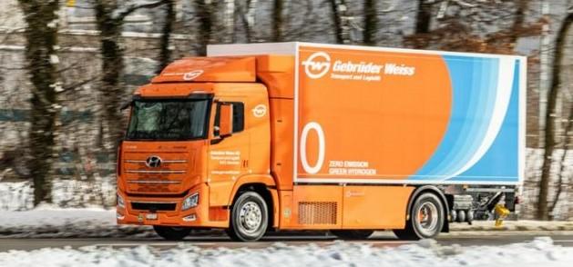 A Gebrüder Weiss első hidrogénüzemű teherautóját teszteli
