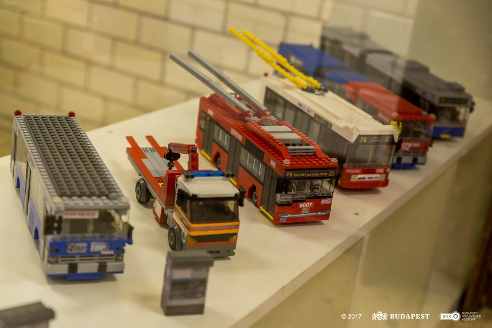 Közösségi közlekedési eszközök építőkockákból – kiállítás nyílt a Földalatti Vasúti Múzeumban