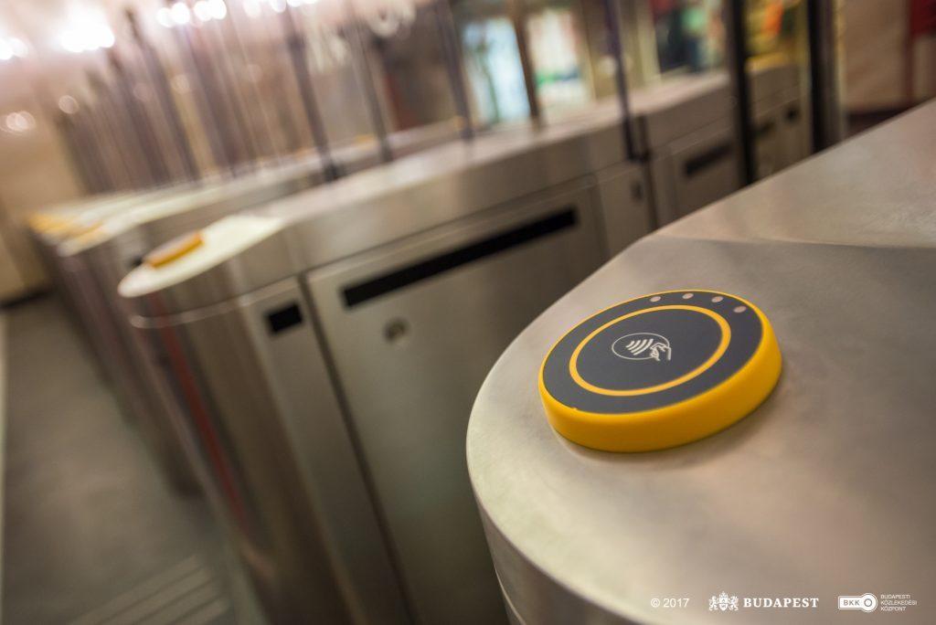 Átadták az első metrós beléptetőkapukat