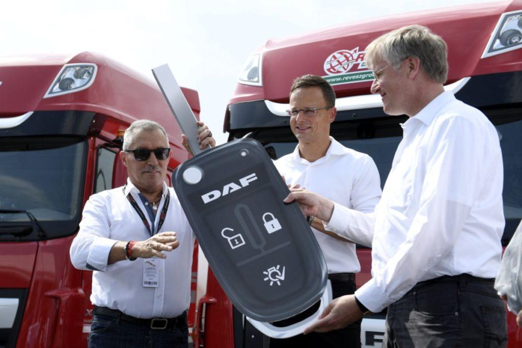 370 új DAF kamiont szerez be a Révész Group