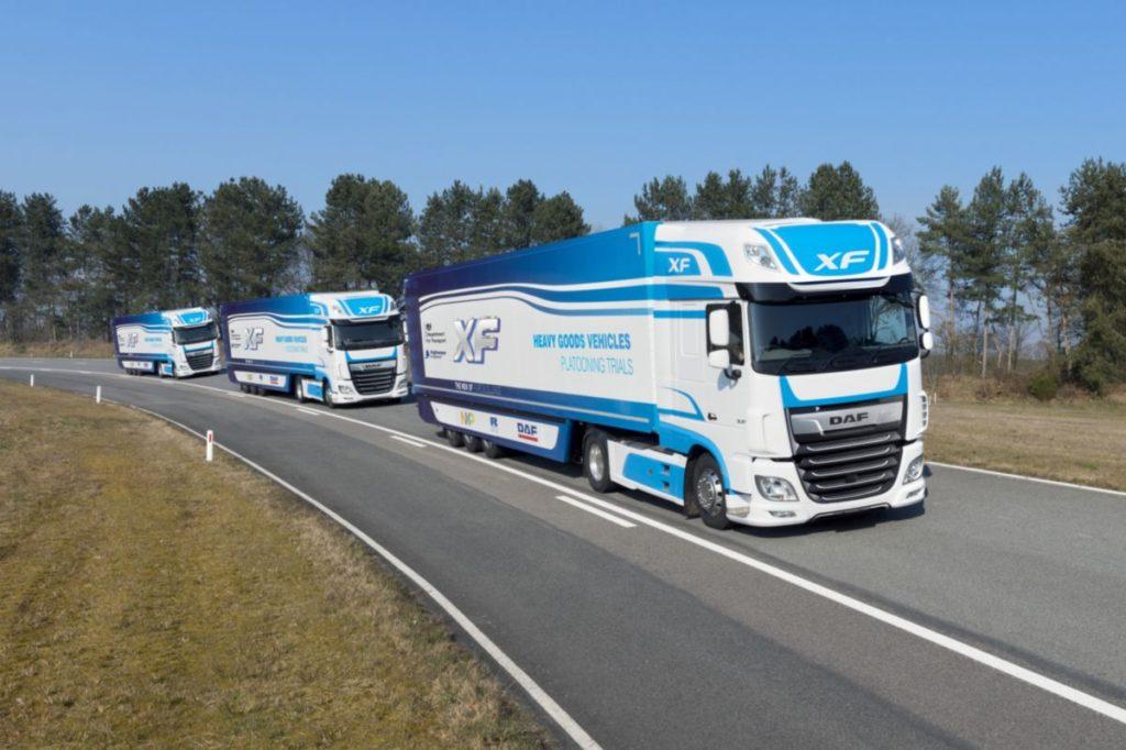 A DAF tehergépkocsi-konvojozási kísérletében vesz részt