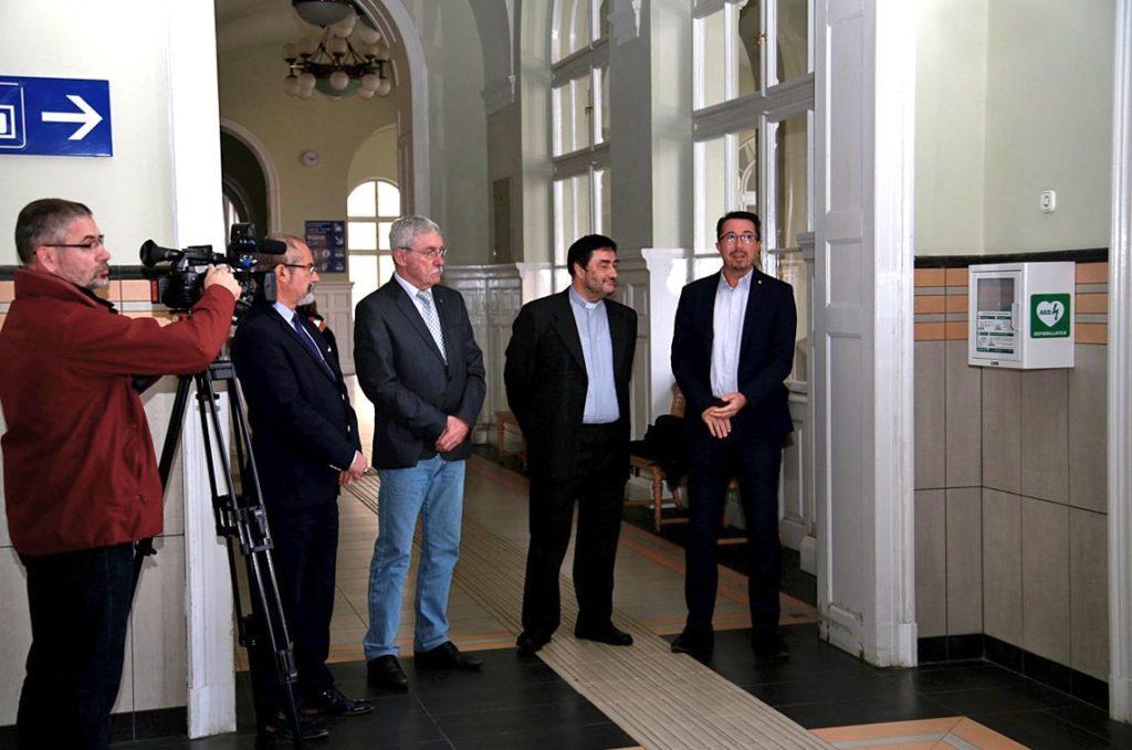Életmentő készülék került a szegedi MÁV-pályaudvarra