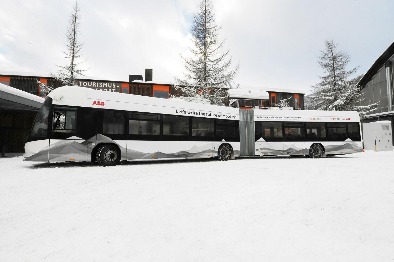 Az ABB és Davos városa innovatív e-járművekkel járul hozzá a fenntartható közlekedéshez