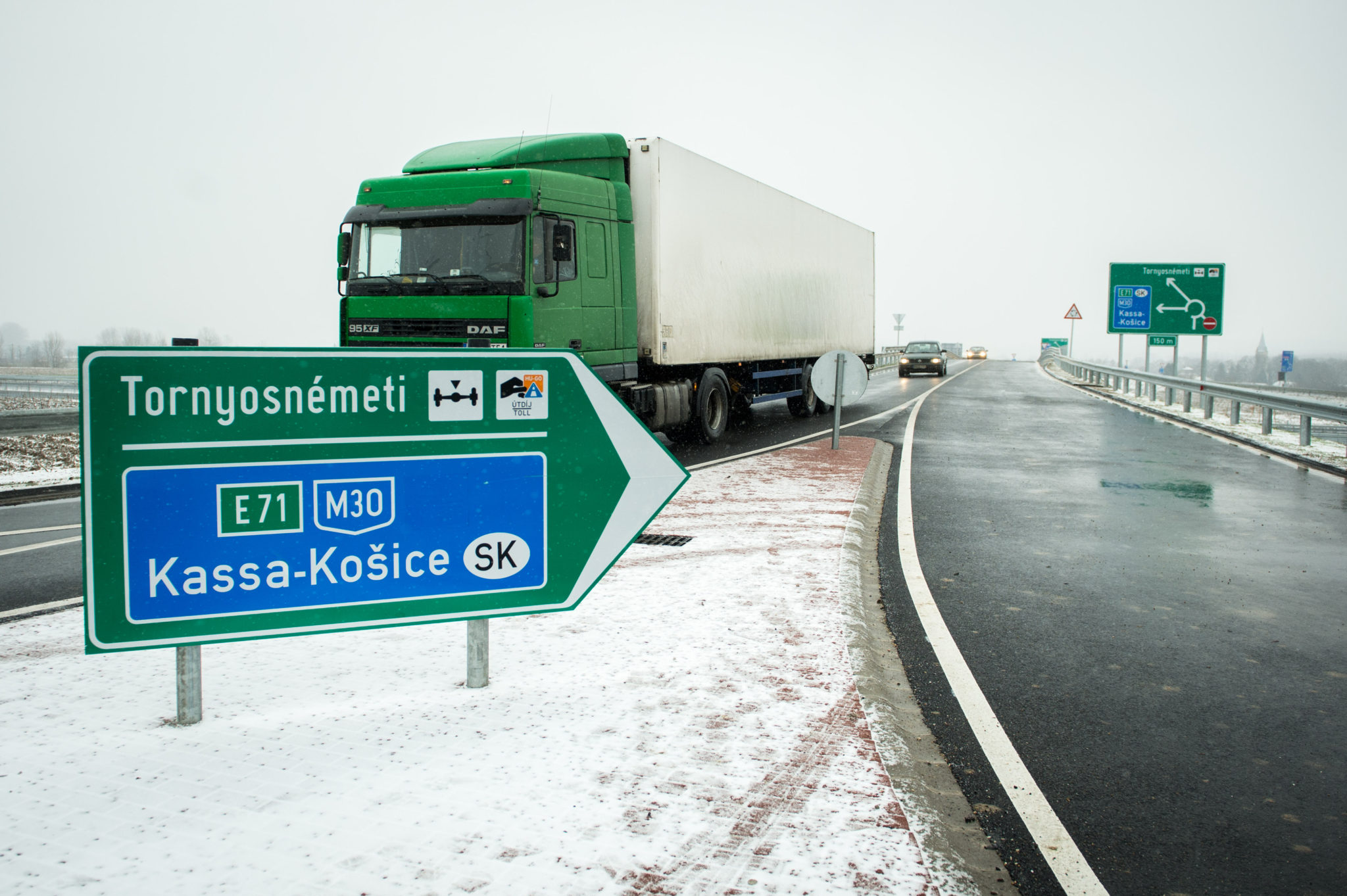 Átadták az M30 Tornyosnémeti-országhatár közötti szakaszát
