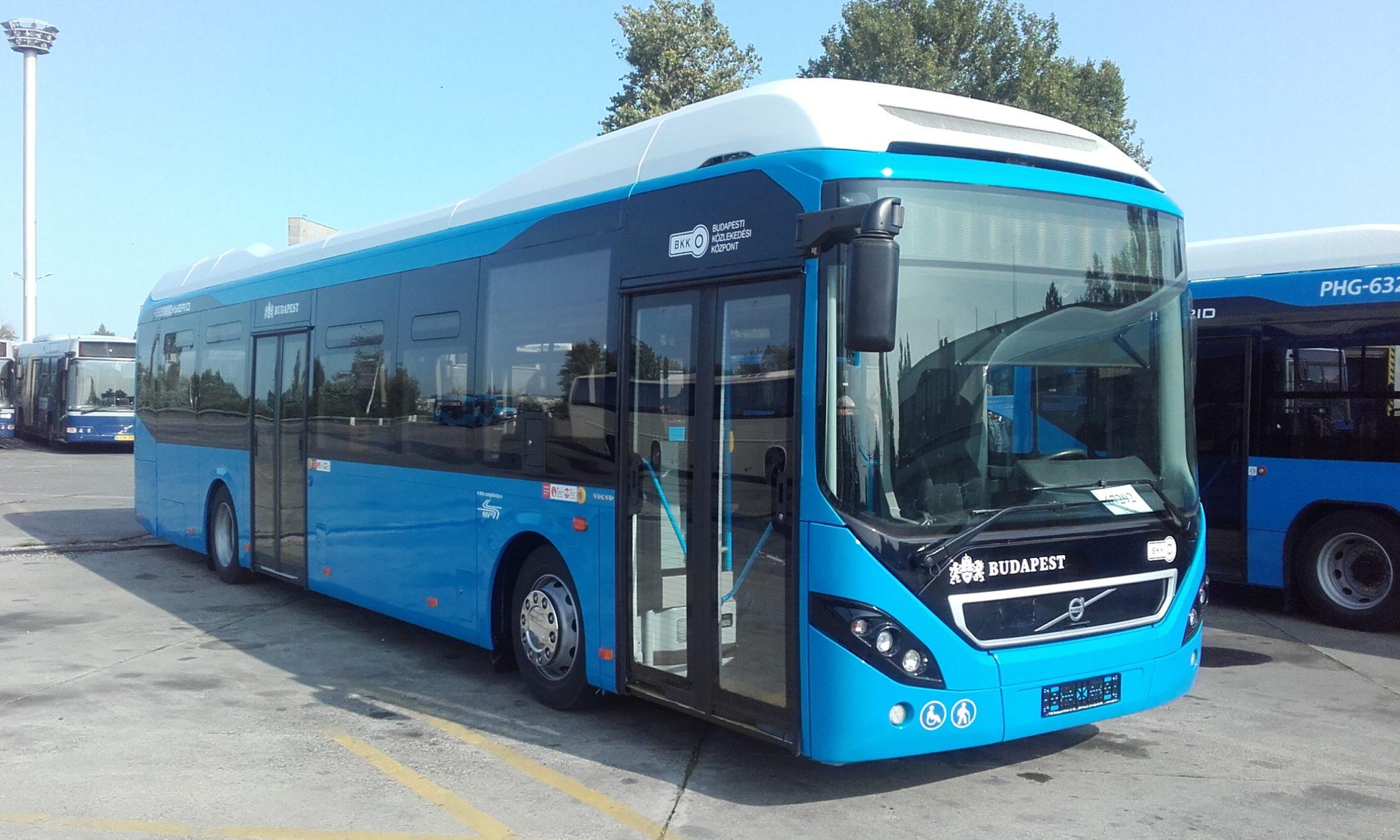 Hibrid járművekkel fiatalodott tovább a fővárosi buszflotta