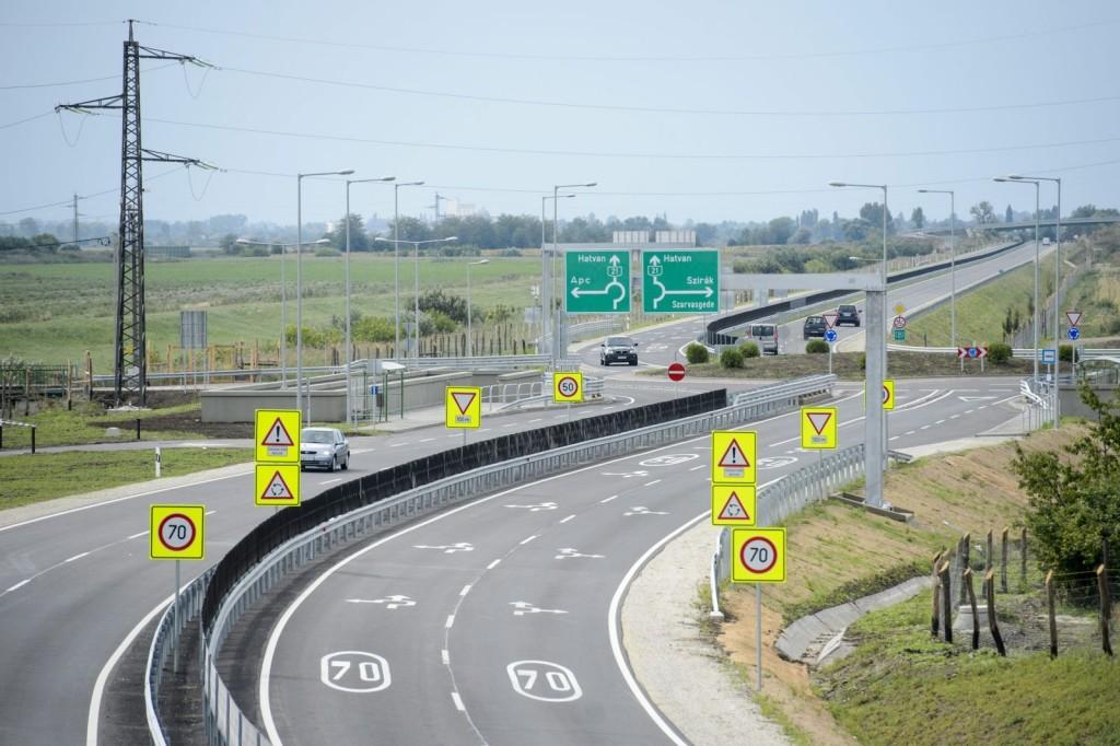 Jól halad a 21. sz. főút fejlesztése