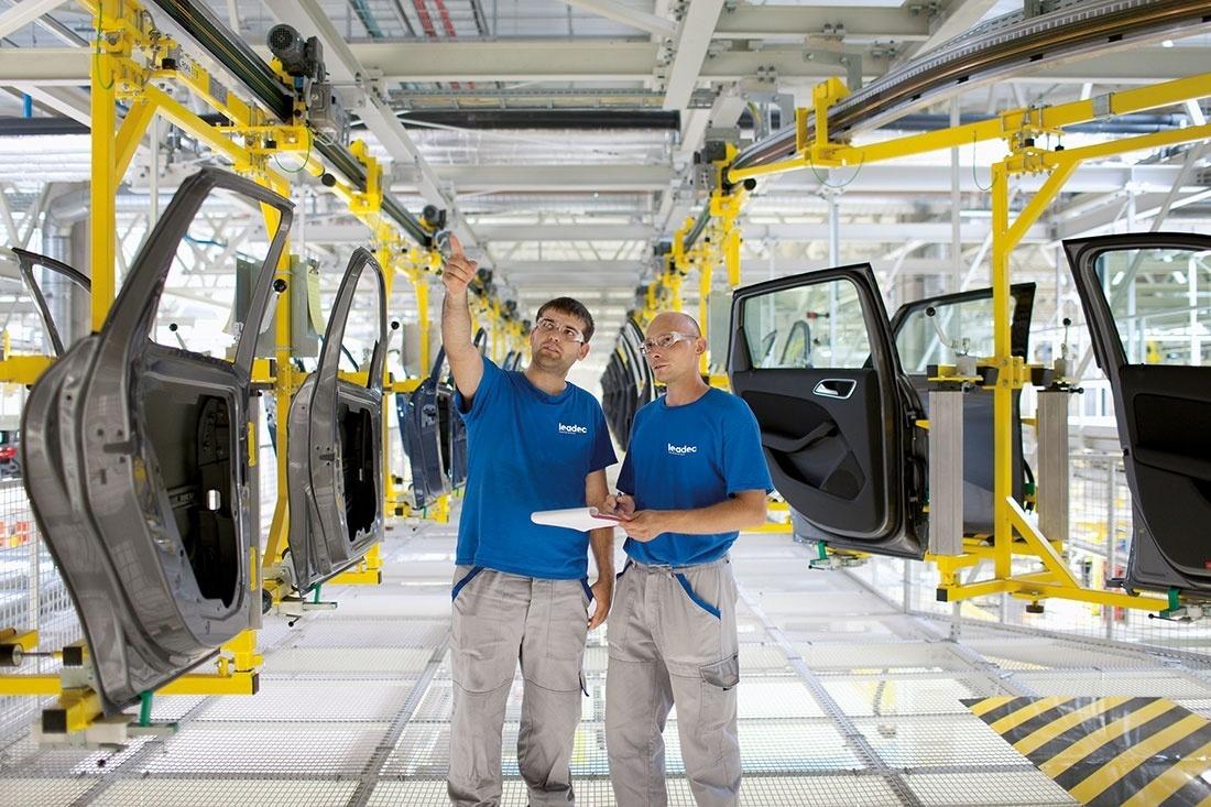 Intelligens ipari szolgáltatások intelligens gyárak számára