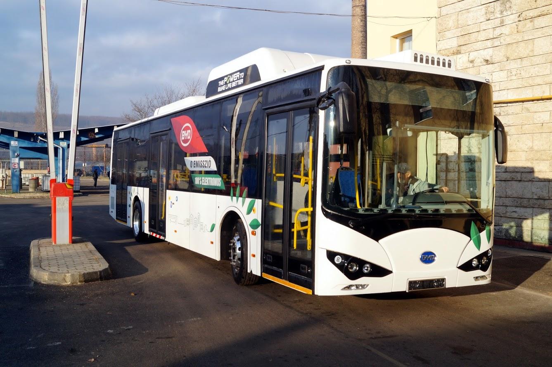 Átadták a BYD első elektromos buszát Magyarországon
