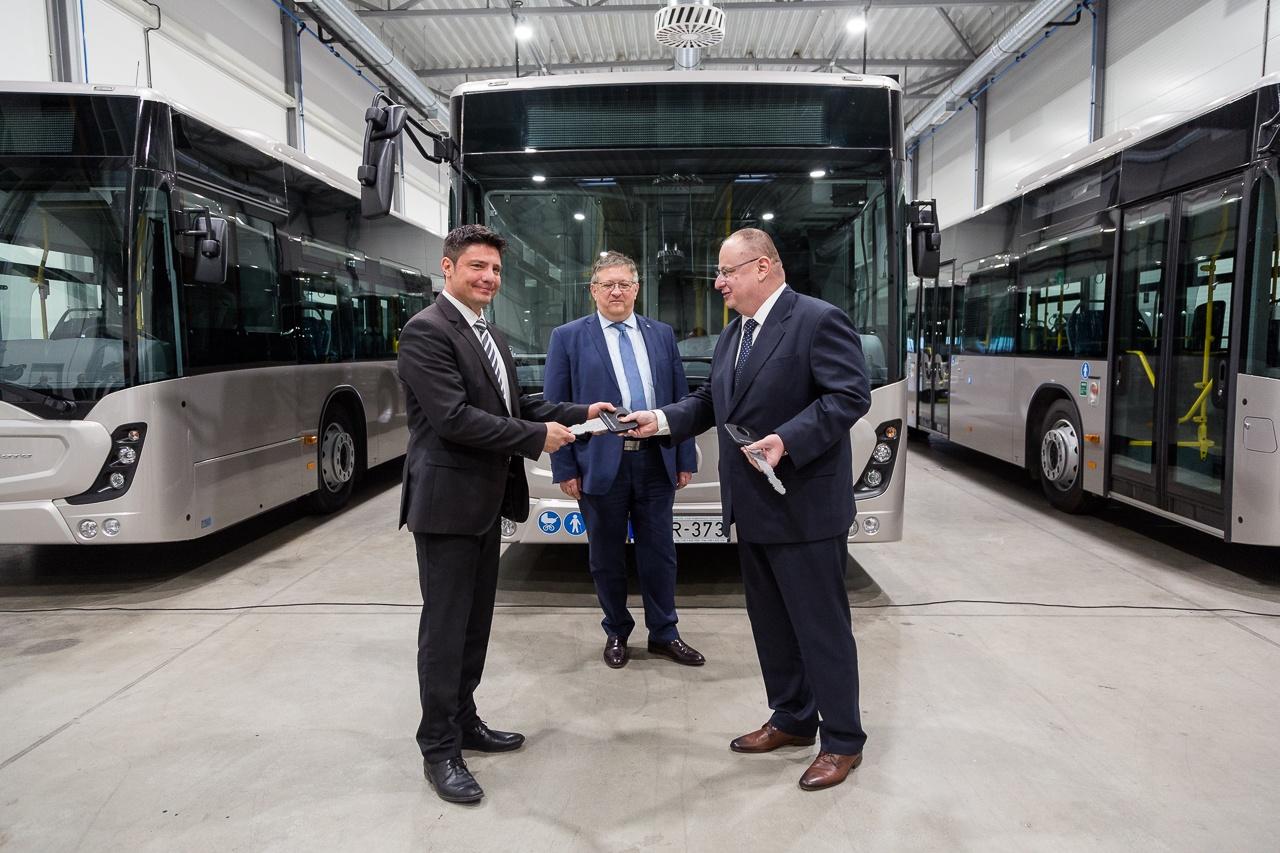 Ötven autóbusszal erősítik a helyi közlekedést