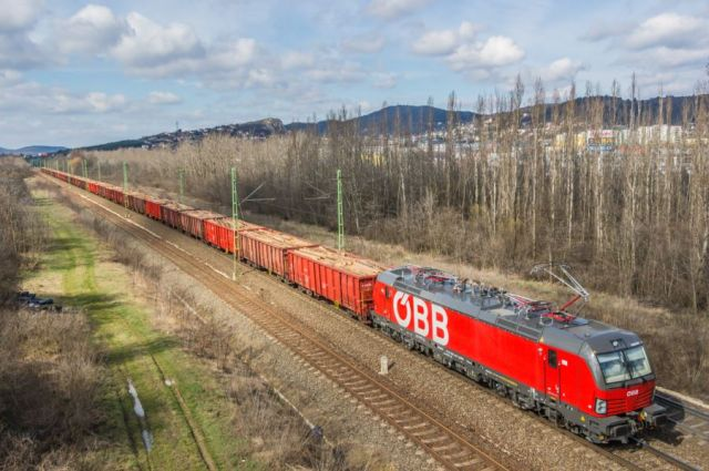 Három országon átívelő, rekordidejű vonatforduló