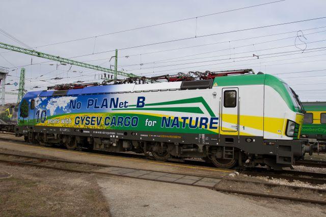 Matricázott mozdonnyal ünnepli 10 éves fennállását a GYSEV CARGO